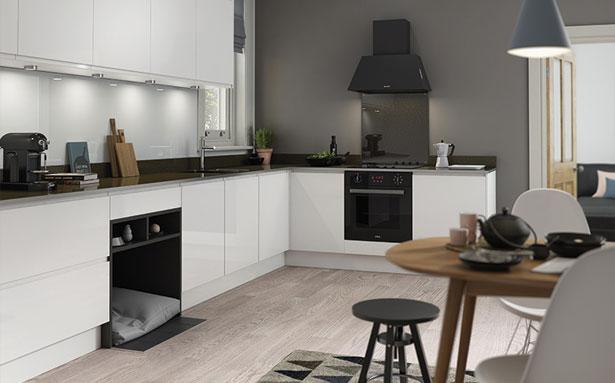 Wren Kitchens J Pull White Gloss kitchen